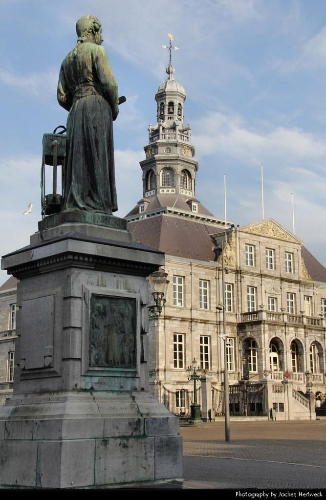 Stadhuis & Standbeeld Minckeleers, Maastricht, Netherlands