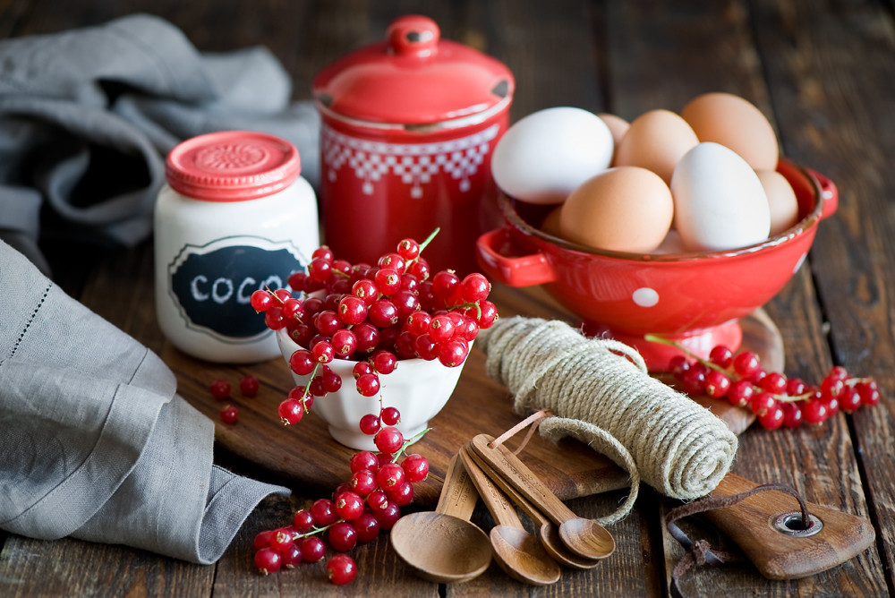Baking with red currant...