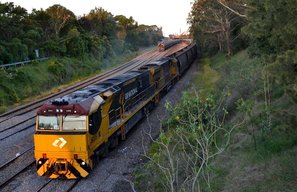 5005-5039 empty Aurizon coalie leaving Port Waratah by LOCOPOWER