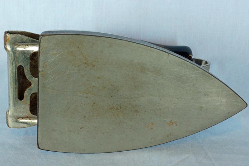DSC01946 Hotpoint Model R Edison Calrod Iron