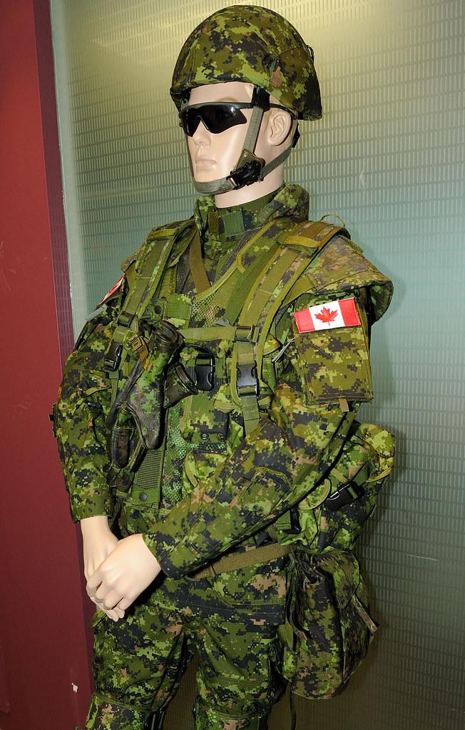 Enhanced combat uniform   L'uniforme de combat amélioré   Flickr