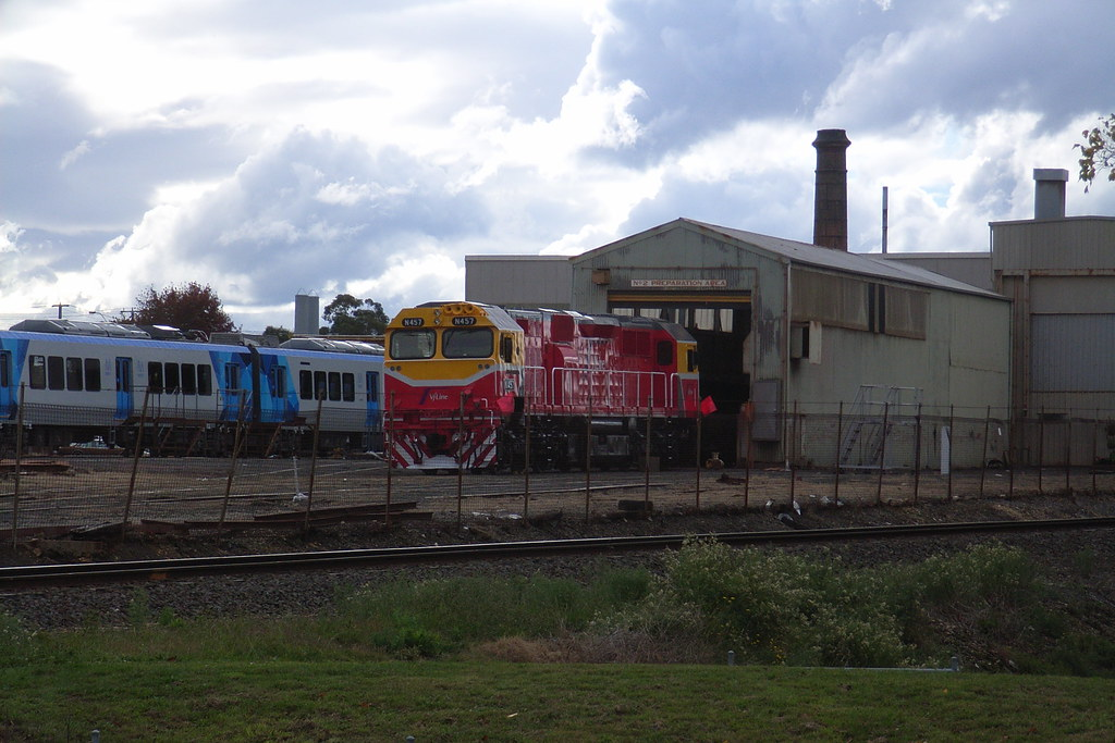 N457 sitting just outside of the paint shed at Ballarat North by bukk05