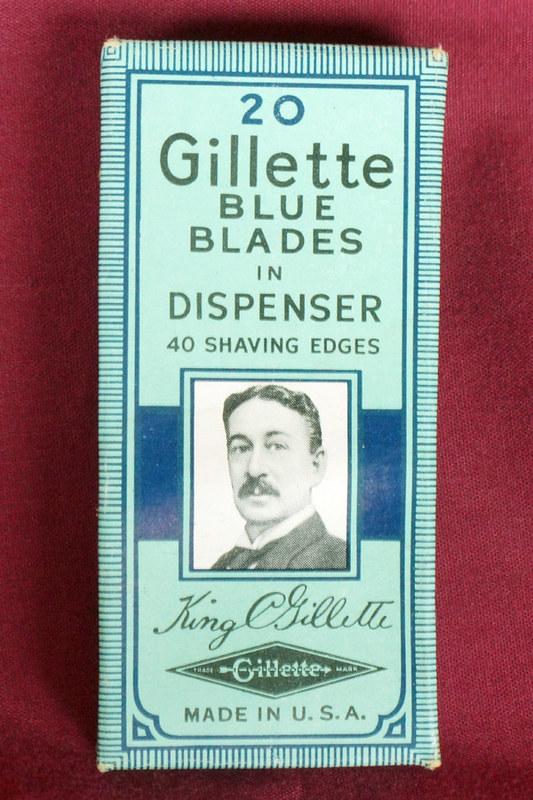 DSC01889 Unopend Box of 20 Vintage Gillette Blue Blades in Dispenser