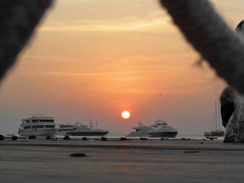 sunset sun beautiful clouds view sony horizon safari hues maldives yatch hulhumale beautifulshot beautyofnature uniquemaldives simplymaldives dscs3000 connectingmaldives