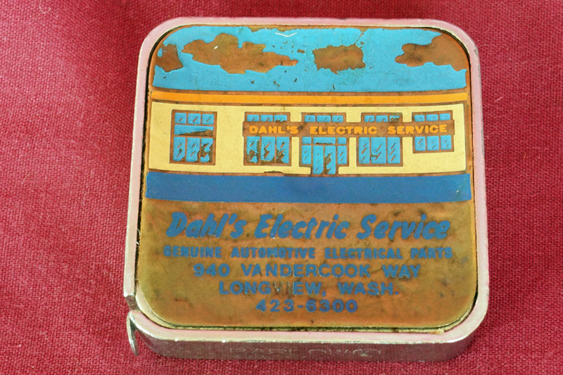 DSC01772 Dahl Electric Advertising Tape Measure with Enamel Cover
