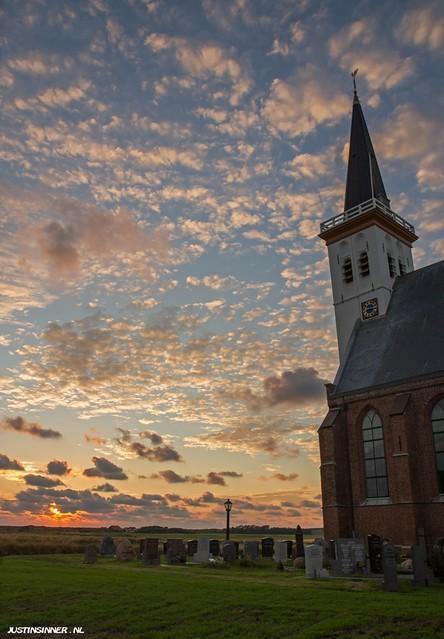 Church of Den Hoorn at Texel. #church #sunset #Texel #lonelyplanet #kerk #sun #zon #clouds #wolken #canon #zonsondergang #holland #netherlands #amazinf #world #island #sky #stunning #justin #sinner #pictures #grave #stone #beauty #nature #natuur #street