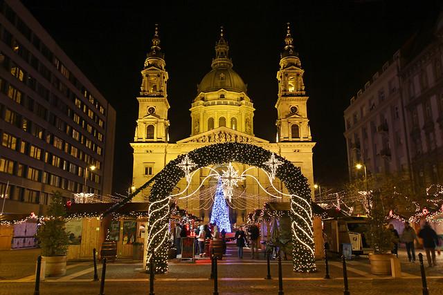 Budapest - the Basilica - chrismas market 6