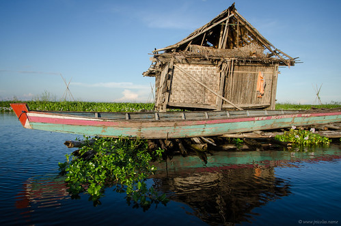 Old house on a bamboo raft, on Tempe lake | by Jerome Nicolas