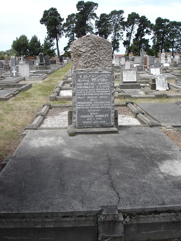 Plot of NICHOLAS family including memorial to Sgt Henry James NICHOLAS V.C., M.M.