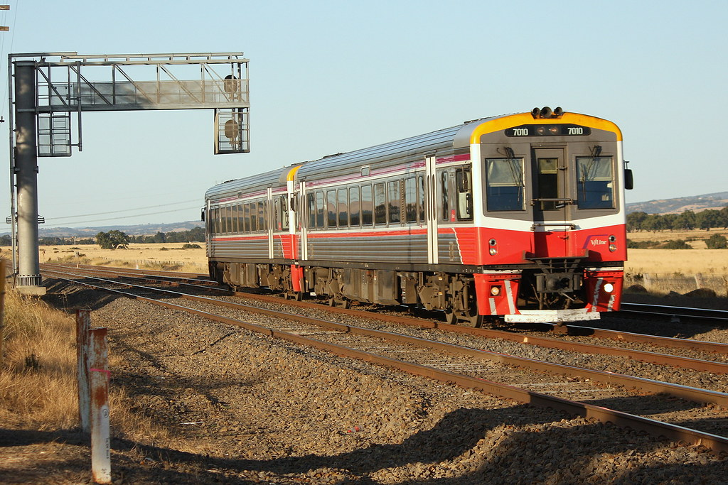 Preparing to stop at Craigieburn by LC501