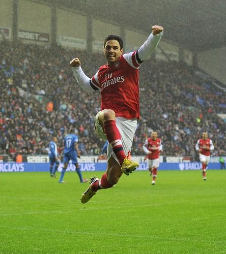 Mikel Arteta celebrates his goal