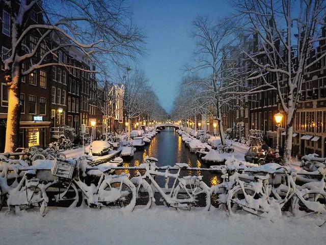 Snow has fallen down in the centre of Amsterdam