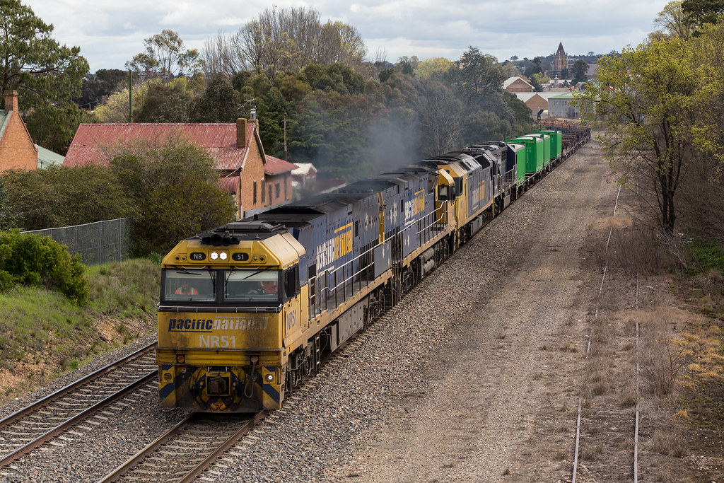 2016-09-26 Pacific National NR51-NR4-AN7-8220 Goulburn 2MW2 by Dean Jones