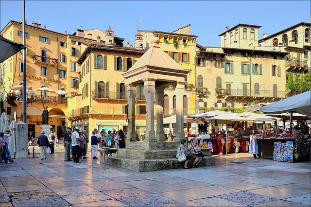 Verona : Piazza Erbe