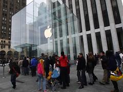 日, 2012-11-18 14:33 - Apple Store 5th Aveの行列