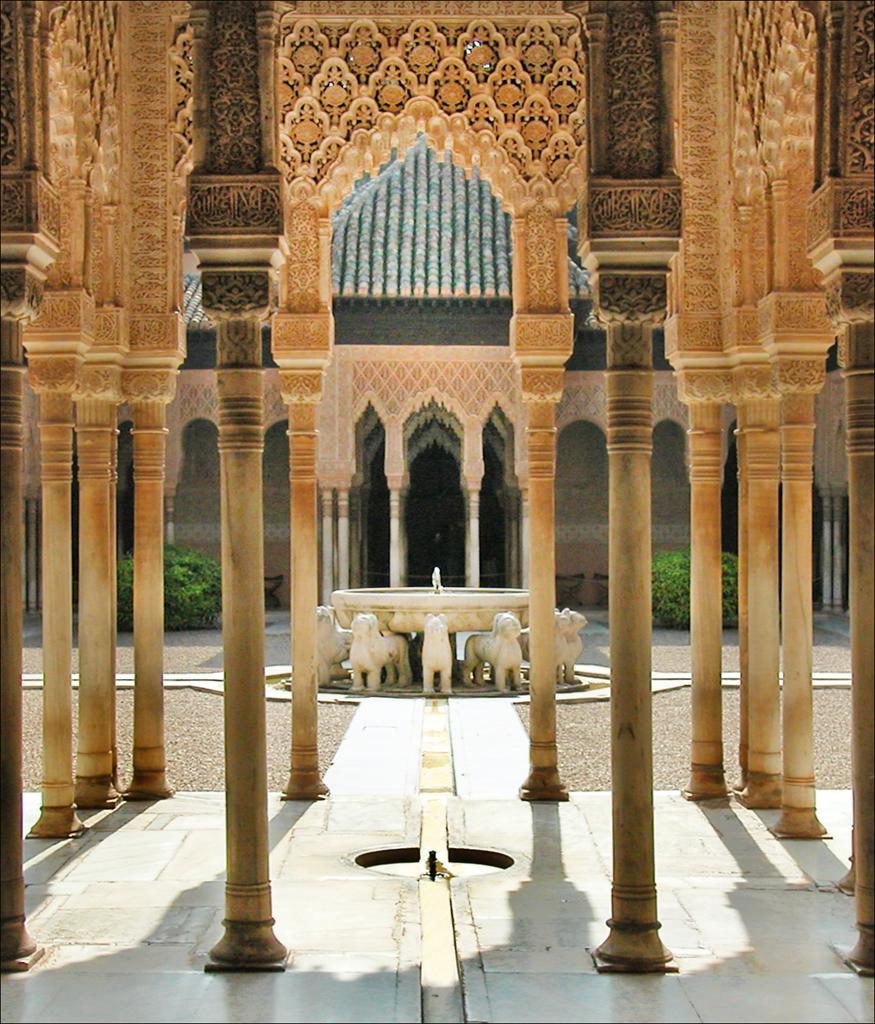 L'Alhambra de Grenade | La Cour des Lions est au centre de ...