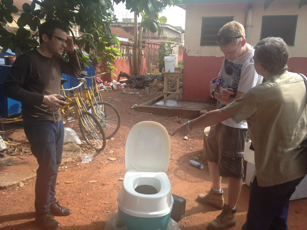 We demonstrate how the Clean Team toilet is used