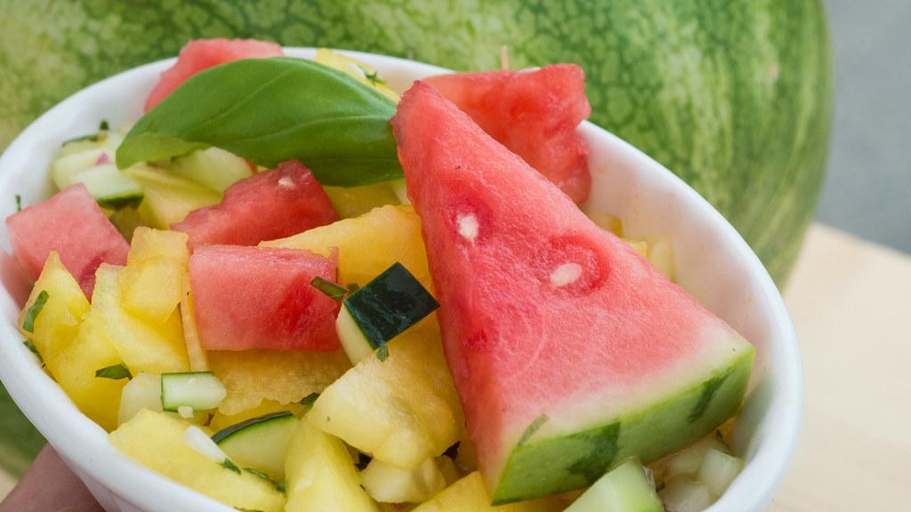 Scodella con macedonia di frutta