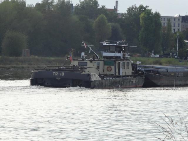 1985 Schubschiff TR18 von Werft Ceske Lodenice in Prag-Melnik Talfahrt Elbe-km 323 in 39104 Magdeburg