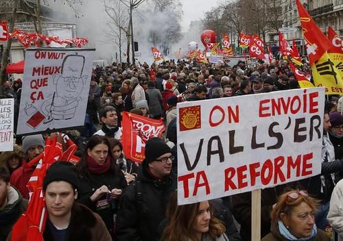 圖02.3月9日,法国数十万人总罢工,抗议劳动法改革。