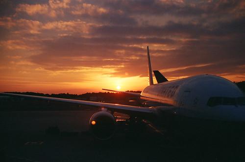 sunset 777 narita unitedairlines newkodakportra400