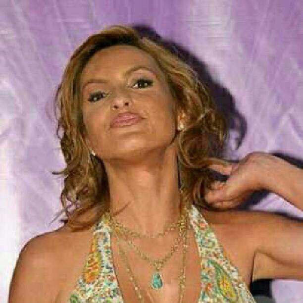ab07cf291 ... #mariskahargitay #pose #lips #beautiful #stunning #dropdeadgorgeous  #oliviabenson #badassbenson