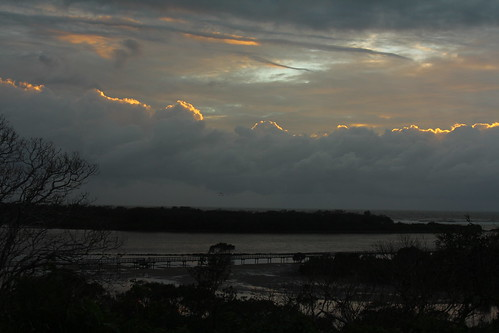 sky dawn cloudy urunga