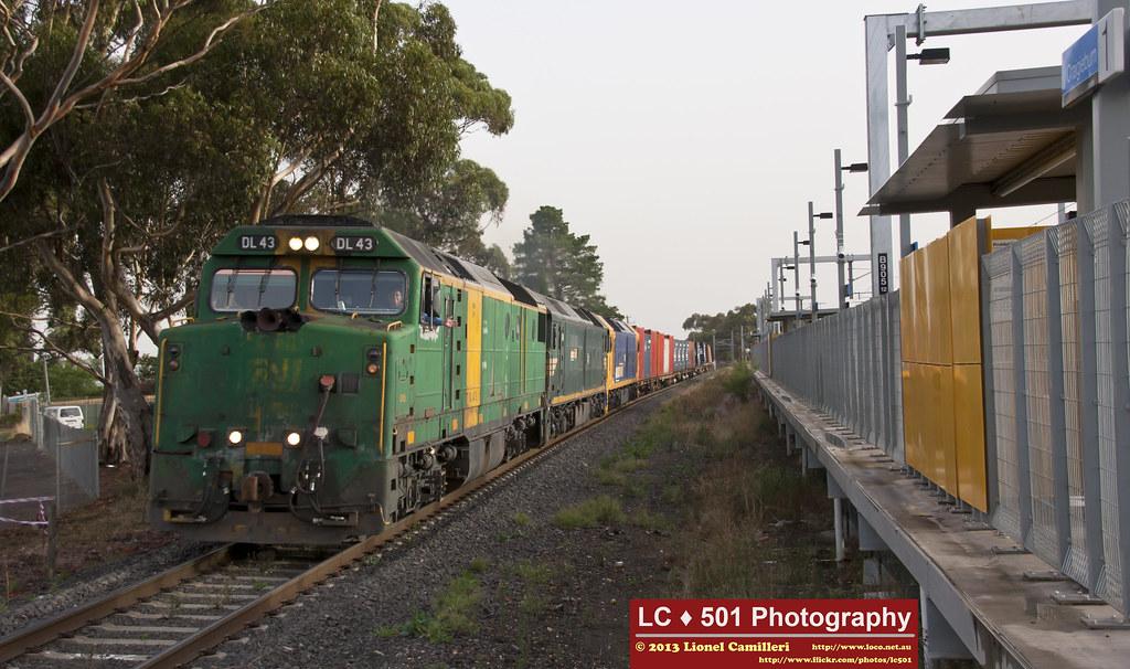 5MC2 passes Craigieburn by LC501