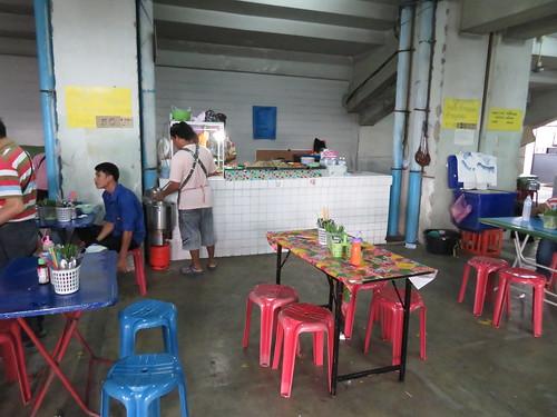 タイの競馬場の屋台のテーブル