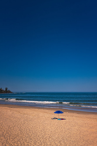 500px waves australia caloundra copy space queensland tranquil scene vacations beach loneliness no people ocean oceania parasol sand sea sky travel destinations water teamcanon copyspace tranquilscene nopeople traveldestinations