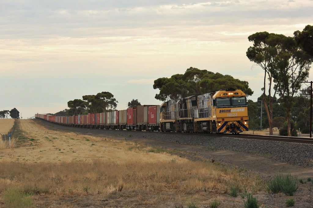 NR22 XRB561 and NR94 race downgrade on the approach to Horsham on MA3 by bukk05