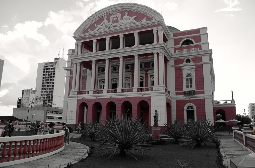 Apenas o colorido do Teatro Amazonas