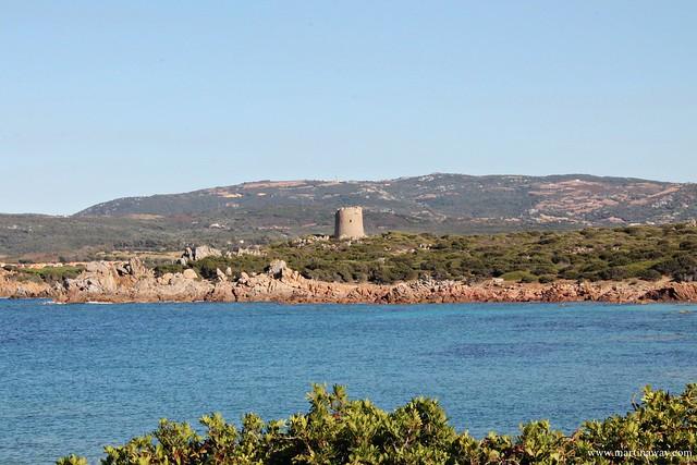 Spiaggia tra la Chiesa di San Silverio e Torre Vignola, Nord Sardegna