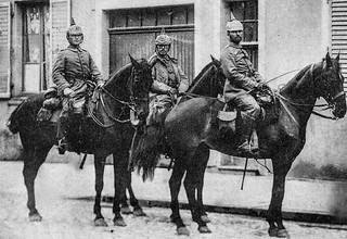 Anonymes 14-18 - Artilleurs Allemands dans la grande rue de Lunéville (France) - 1914