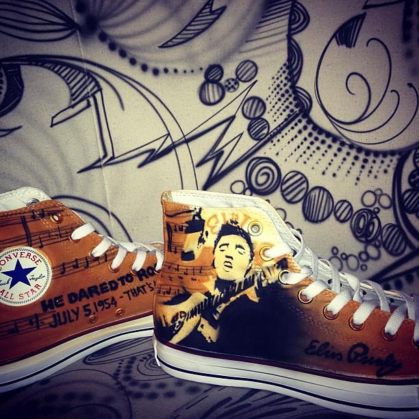 7de4acb40199 Elvis chucks  chucks  elvis  presley  rock  art  airbrush  graffiti  shoes   schuhe  sneaker  converse  allstar  design  style  custom  daccrew
