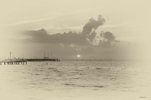 fairhope alabama pier sunset bw filter clouds water gulfofmexico mobilebay artistic pentax k50 sigma 1750mm