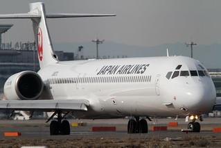 JAL MD-90-30(JA8070)   by Kentaro IEMOTO