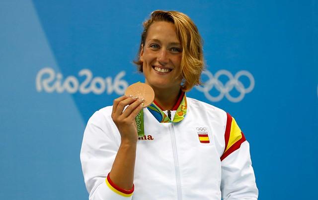 Mireia Belmonte con la medalla de bronce lograda en 400 estilos.