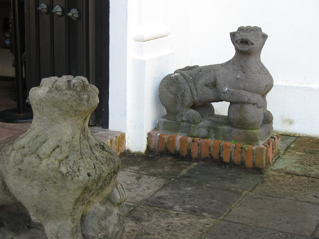 Fabulous beasts at the entrance to Casa Blanca
