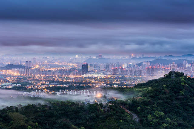 Taipei in the Advection Fog 迷霧牽雲夢不遲