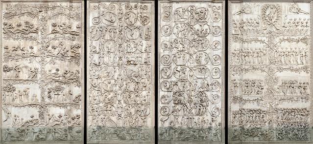 Les bas-reliefs de la façade de la cathédrale d'Orvieto (Italie)