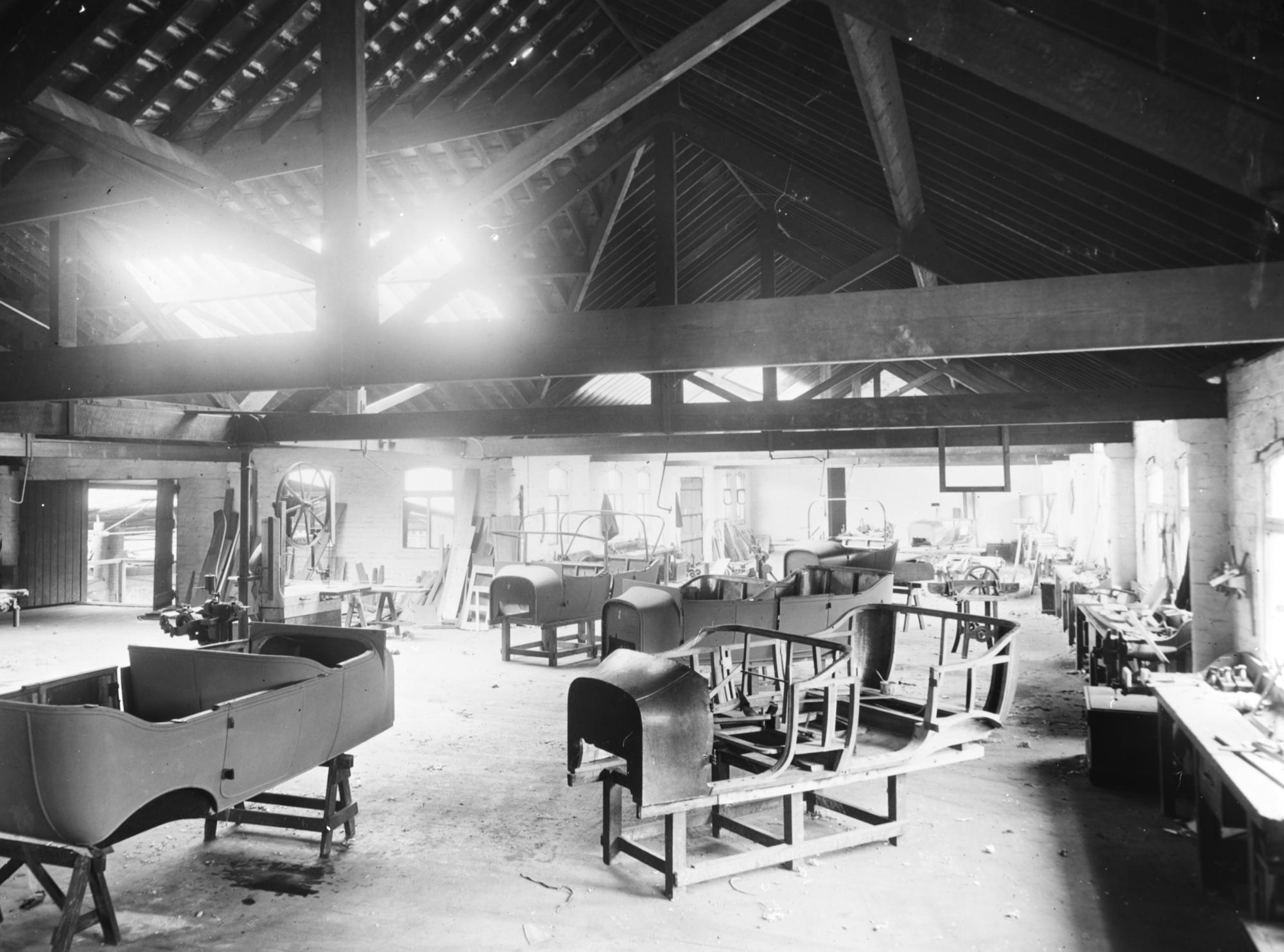 Chambers Motors Ltd: 'A body building shop'. Hogg/Belfast.