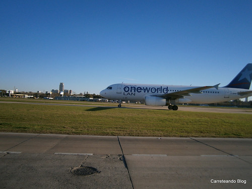 Airbus 320 de LATAM Argentina LV-BFO con Livery One World