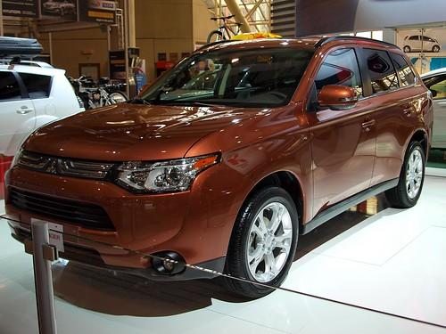 CIAS 2013 - 2014 Mitsubishi Outlander Photo