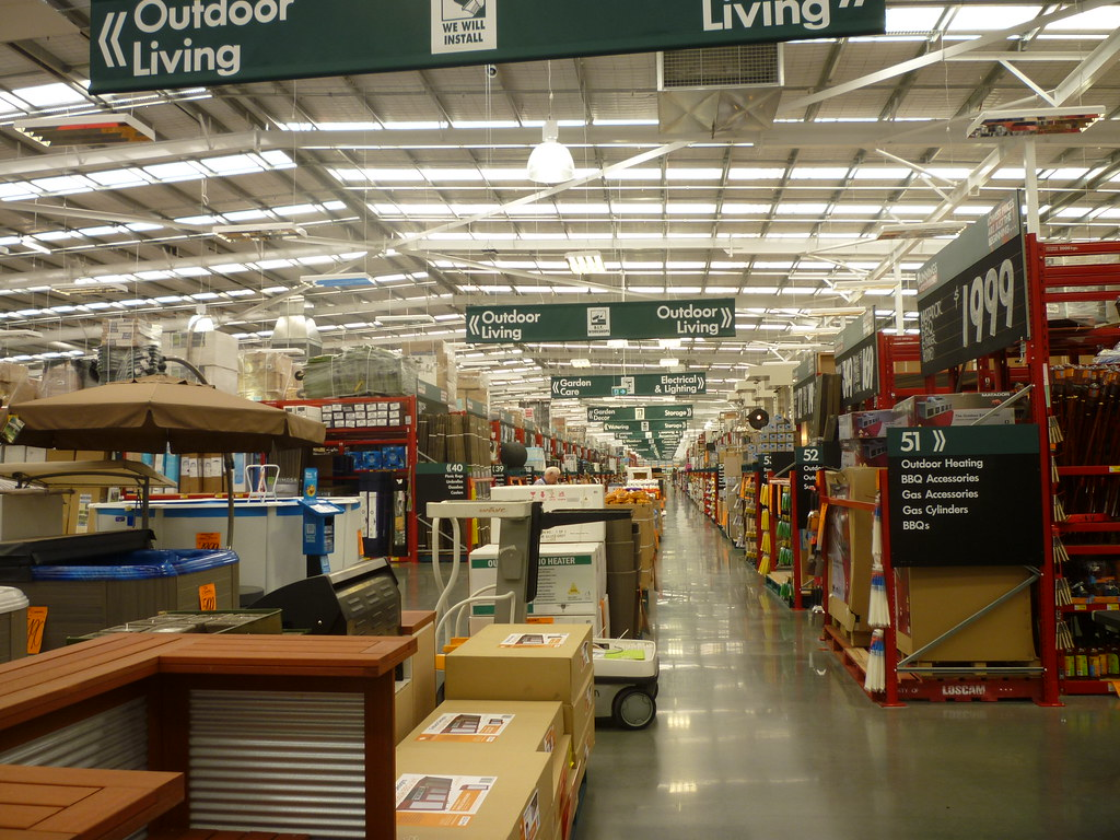 Bunnings Mentone | Looking down the centre aisle inside  Bei