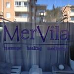 Nu när vårsolen tittade fram passade vi på att sätta lite fönsterdekor till MerVila i Kungsör.