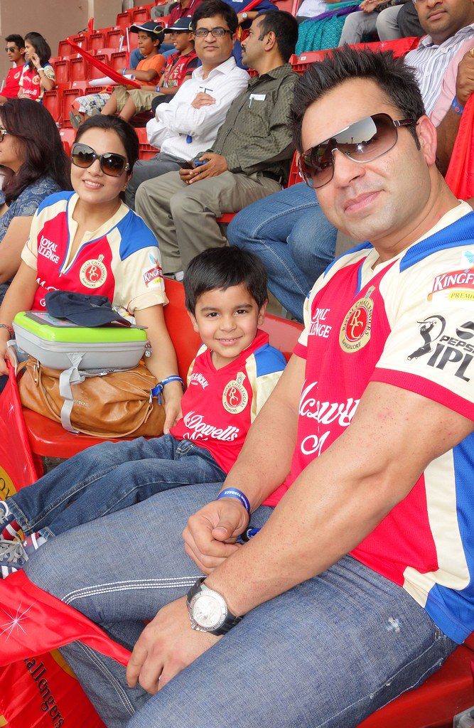 Virat Kohli S Brother Vikas With His Family At The Chinnas