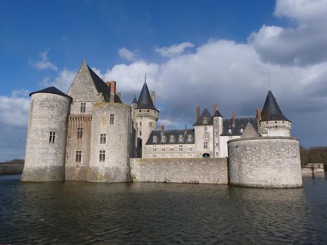 Castillo de Sully en el Valle del Loira (Francia)
