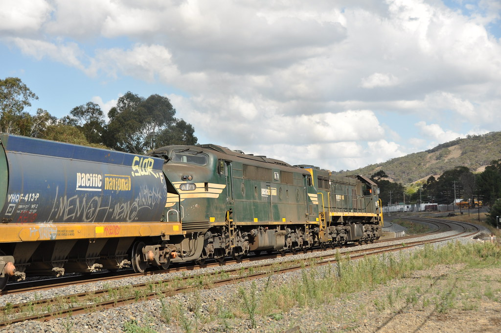 A71+X39 kilmore east 20/3/2013 by roreeves