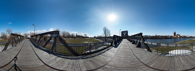 without snow in april on the vertical lift bridge - 360°